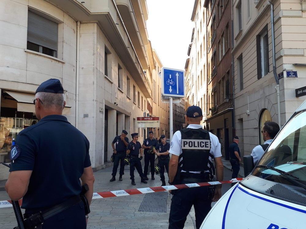 Le squat du GUD expulsé par la police à 16h, en plein centre-ville de Lyon. ©LB/Rue89Lyon