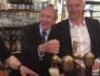 Le ministre de l'Intérieur devant une tireuse à bière ou Gérard Collomb en campagne hyperactive