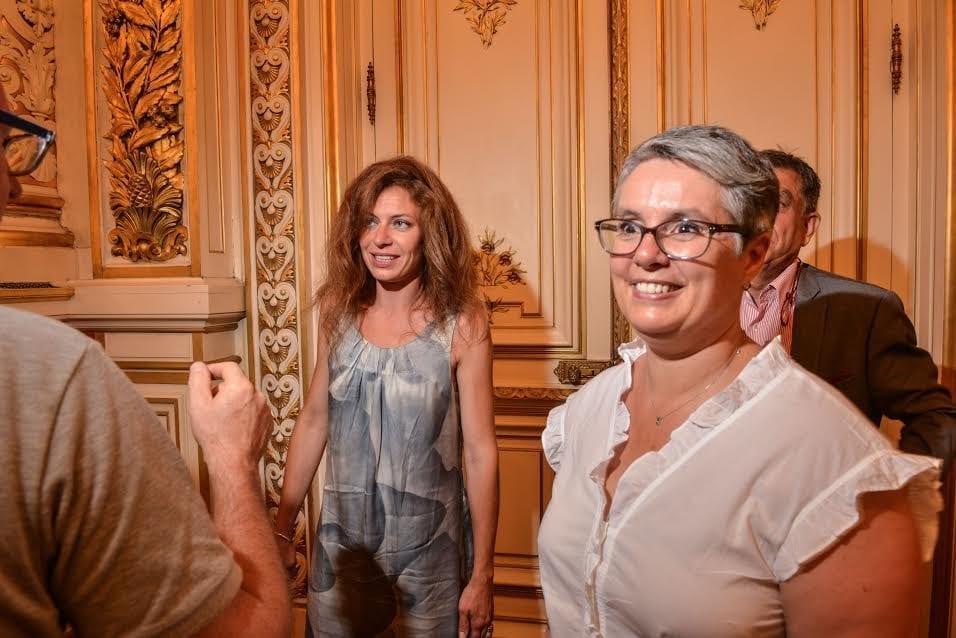 Blandine Brocard et Anne Brugnera au 2ème tour des législatives à la préfecture du Rhône le 18 juin 2017. ©Éric Soudan
