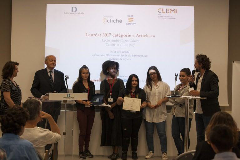Les filles du LP Cuzin récompensées par Jacques Toubon, en juin 2017. ©J. Chérifi – CLEMI
