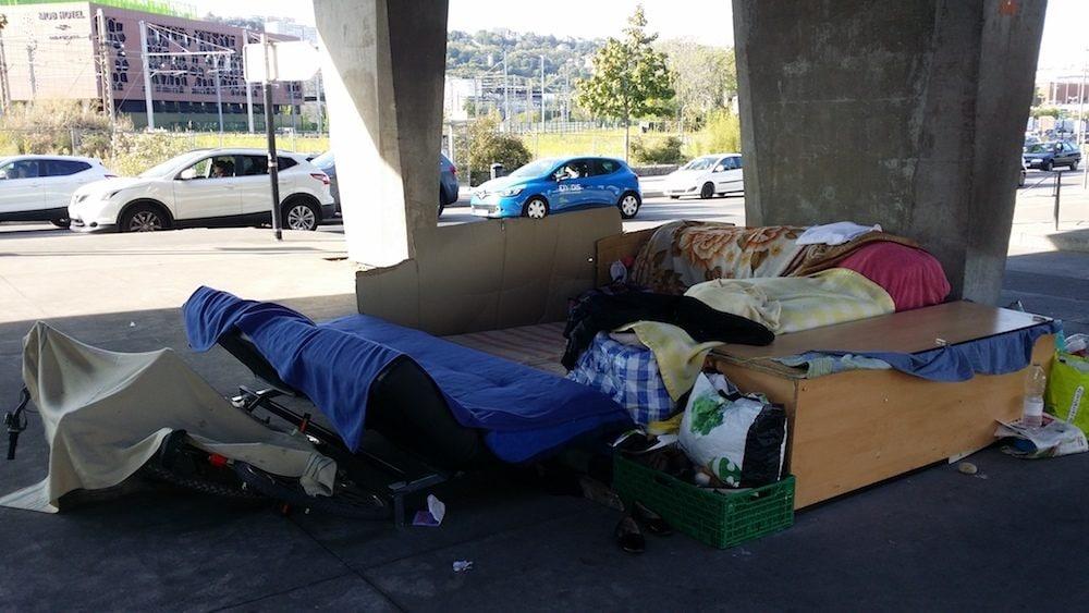 Le squat d'une des familles, sous l'autopont de la Confluence. Photo du 21 septembre. ©LB/Rue89Lyon