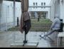 """La cour d'une unité de l'hôpital psychiatrique du Vinatier à Lyon. Photo issue du film """"12jours"""" de Raymond Depardon"""