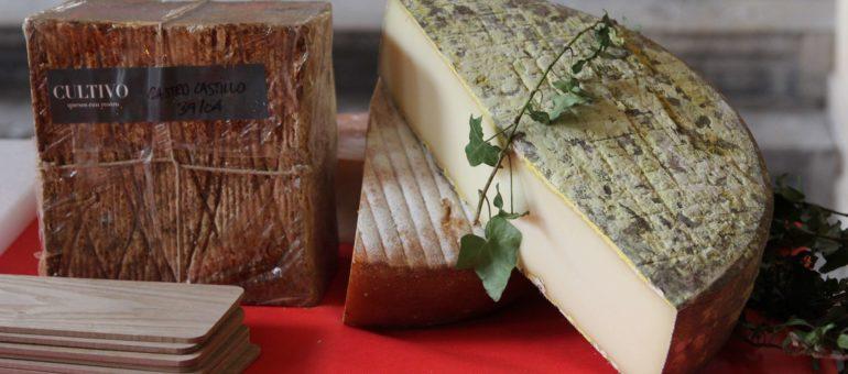 Huîtres, sandwich au Beaufort et hot-dog vigneron au salon des vins naturels de Lyon