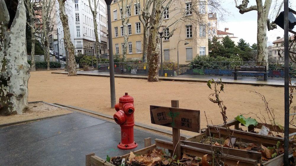 La place Colbert, traditionnel lieu de rassemblement des antifas des Pentes de la Croix-Rousses. ©LB/Rue89Lyon