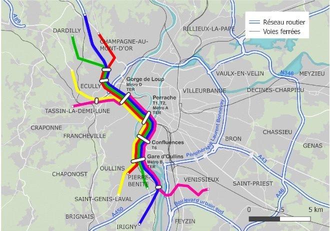 """L'axe A6-A7 déclassé pourrait accueillir rapidement un """"RER routier"""", un faisceau de lignes de bus express. Cartographie : Cartuga"""