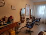 A Vaulx-en-Velin, un salon de coiffure pratique le coup de ciseaux solidaire