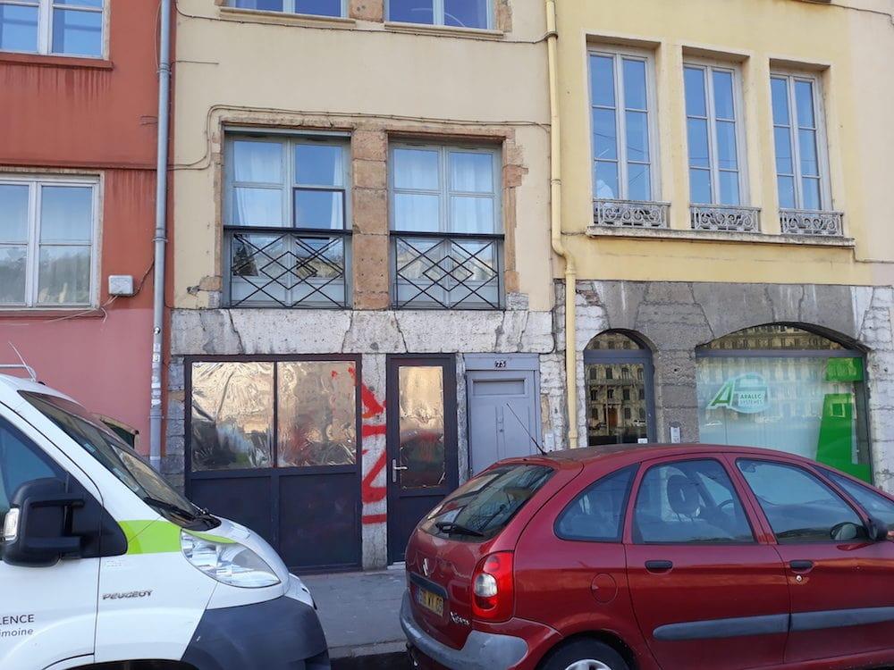 """Le """"Pavillon noir"""", le local du Bastion social à Lyon, au rez-de-chaussée du quai Pierre-Scize. ©LB/Rue89Lyon"""