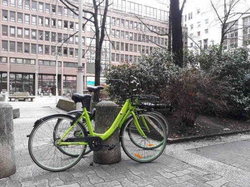 Un vélo Gobee.bike dans le secteur de la Part-Dieu à Lyon. Photo LB/Rue89Lyon