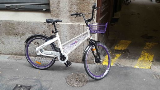 Un vélo en libre service d'Indigo Weel dans les rues de Lyon. Photo BE/Rue89Lyon