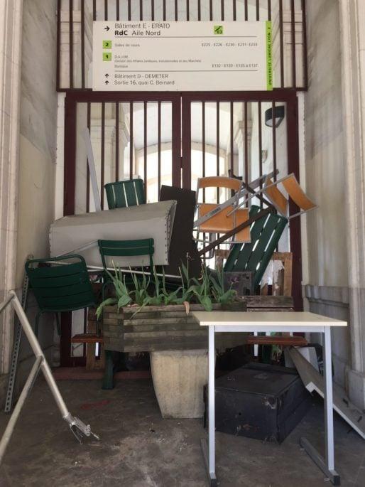 Une des allées de Lyon 2 bloquée mardi 24 avril. ©SP/Rue89Lyon.fr