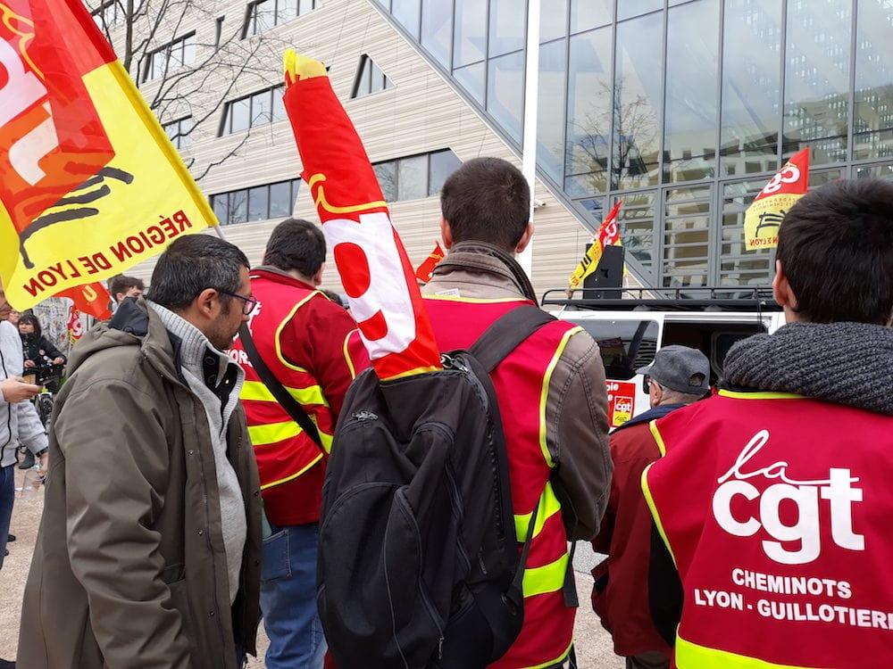 Des cheminots grévistes SNCF à Lyon, le 2 avril, 1er jour de grève perlée contre la réforme de la SNCF. ©LB/Rue89Lyon