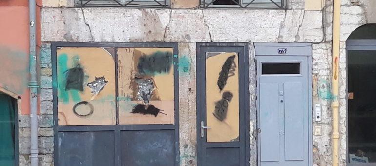 Pour la 3ème fois à Lyon, le local du Bastion social attaqué par des antifas