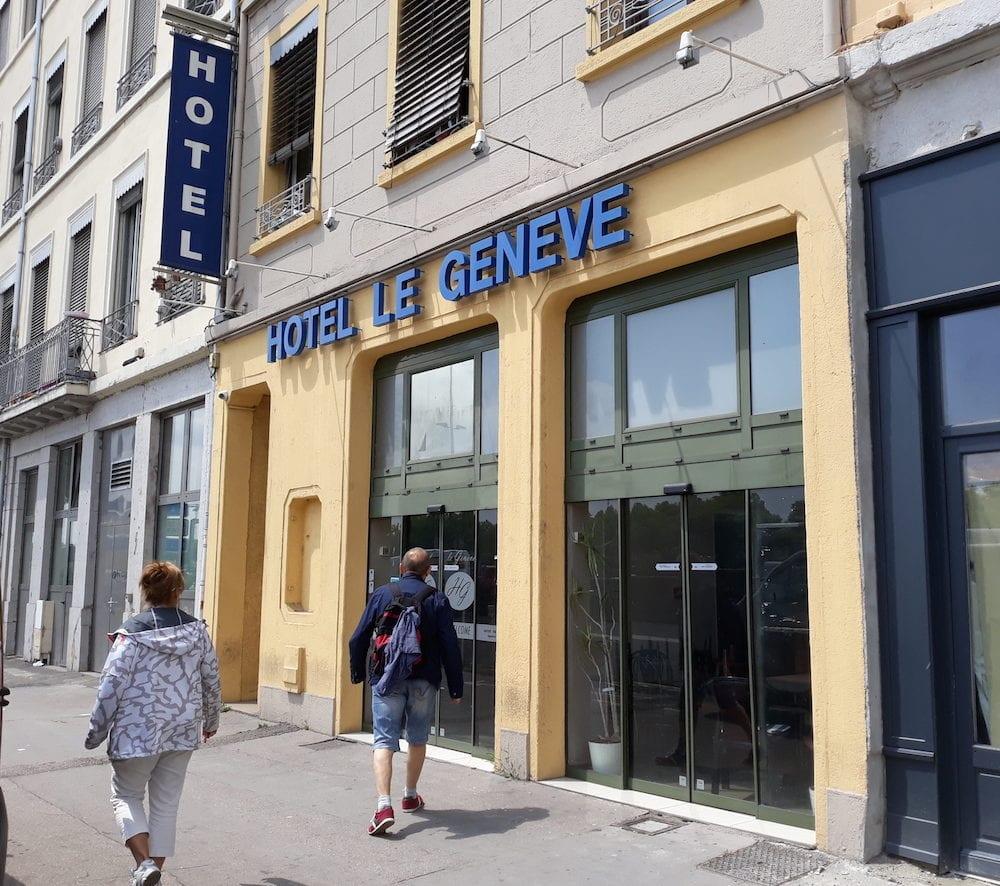 """Hôtel """"Le Genève"""" quai Perrache à Lyon. Des familles ont été hébergées dans cet hôtel par la préfecture du Rhône, dans le cadre du plan froid. ©LB/Rue89Lyon"""
