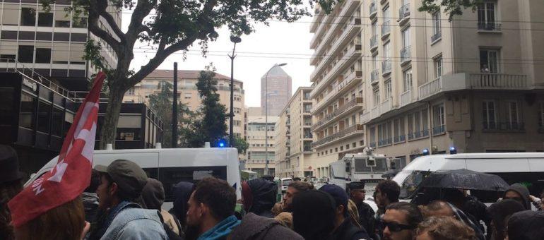 A Lyon, une petite manif étudiante «parquée» par les CRS