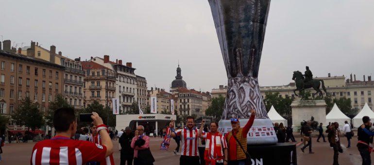 Baston, banderole raciste et sièges endommagés : quelques incidents pendant la finale de l'Europa League
