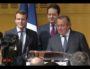 Emmanuel Macron et Olivier Ginon lors de la signature du contrat de filière sport en mars 2016. Capture video