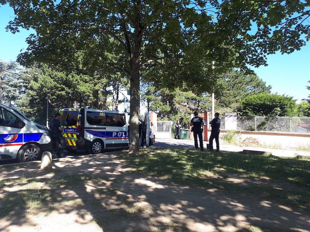 Evacuation du foyer de la Sarra ce mardi matin à Lyon. ©DR