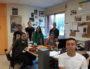 """Une partie de l'équipe PoliCité. De gauche à droite : Hakim, Myriam, Ilyes, Mathilde, Hakim et, Abdallah. Au centre, Samia Bencherifa, la responsable """"ados"""" du centre social Georges-Lévy. ©LB/Rue89Lyon"""