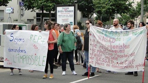 Manifestation des profs à Vaulx-en-Velin: «Armer les policiers ne peut pas être l'unique solution aux problèmes de violences»