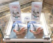 Présentoir de Natural collector où sont montrés des publicités pour le CBD.