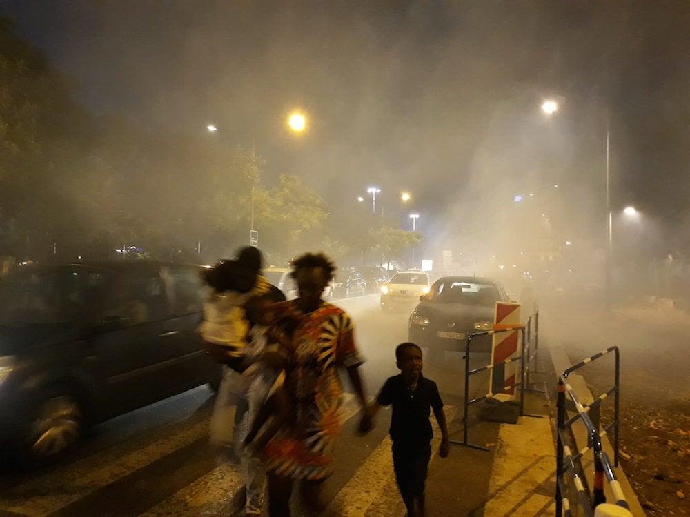 Mouvement de foule à la suite d'un des nombreux tires de grenades lacrymogènes au niveau de la place Raspail à Lyon. ©LB/Rue89Lyon