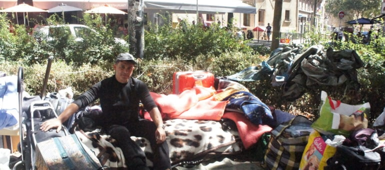 Dans l'attente d'un relogement des familles occupent la place Sathonay