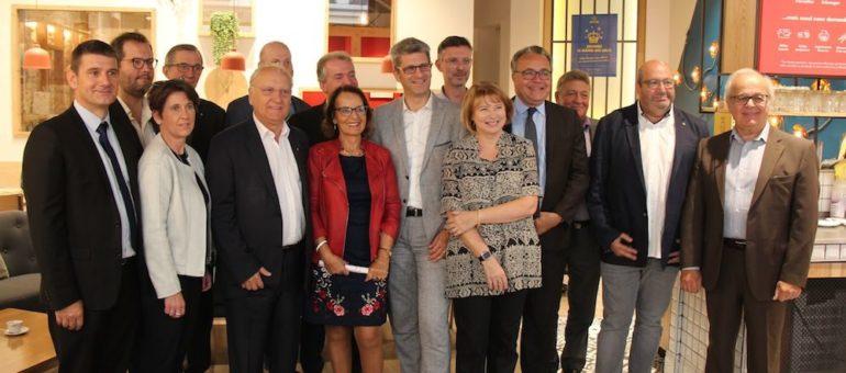 Face à Gérard Collomb, «petits maires» de l'ouest lyonnais et élus du centre-droit s'unissent