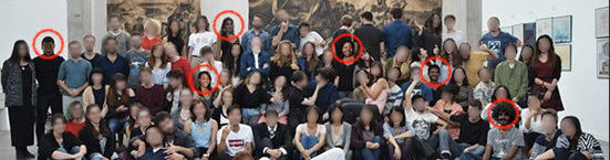 Le « blackwashing » de la photo de promotion, avec les personnes colorisées et ajoutées entourées en rouge (par Rue89Lyon).