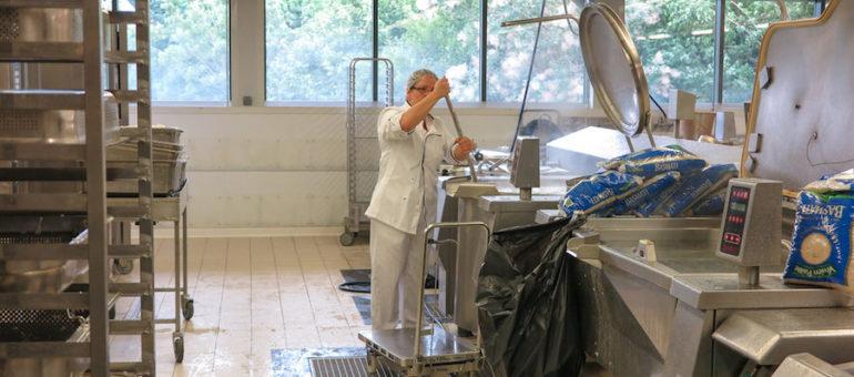 Grenoble : entre Eric Piolle et les agents municipaux de la cuisine centrale, ça chauffe