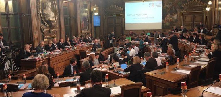 Au conseil municipal de Lyon, Gérard Collomb rate le consensus et sa prise de pouvoir autour de l'écologie