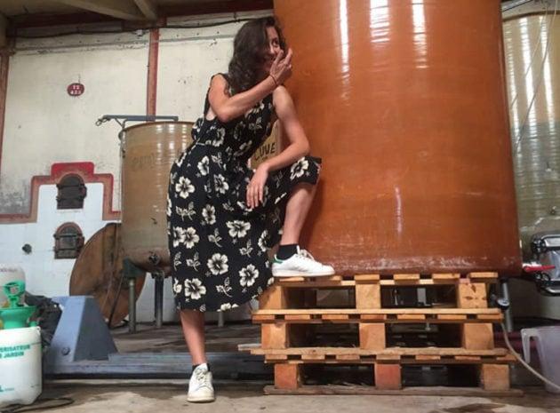 """Lolita Sène, blogueuse devenue vigneronne. Elle sera présente au salon """"Sous les pavés la vigne"""" édition 5, à Lyon. DR"""