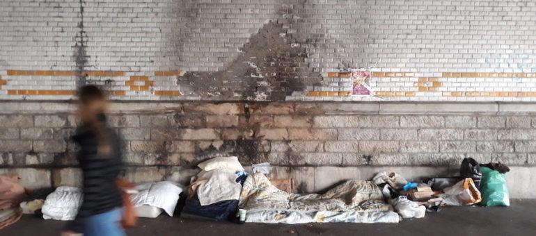 A Lyon, un rassemblement contre la politique d'hébergement qui laisse des centaines de sans-abri à la rue