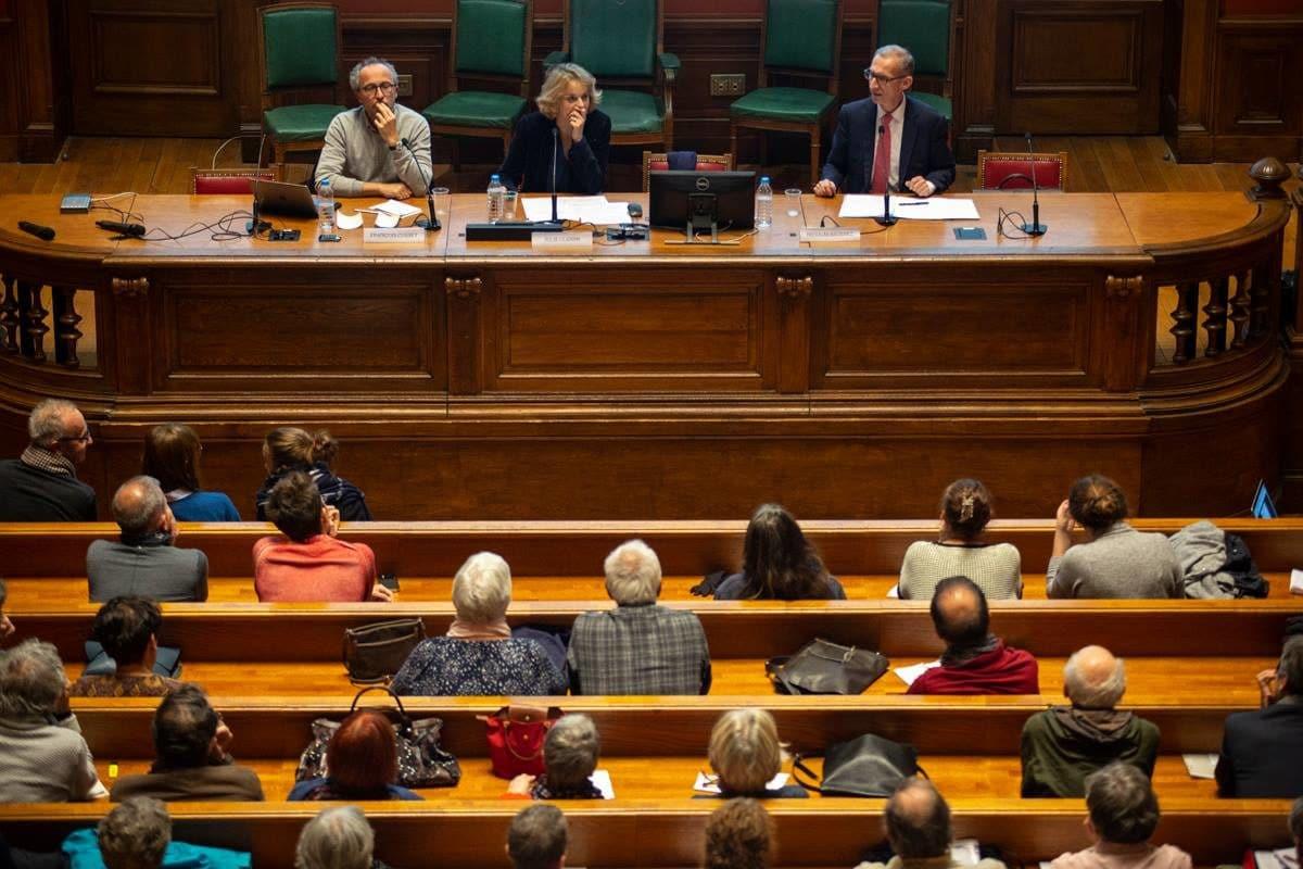 """A gauche François Cusset et à droite Nicolas Baverez lors du débat """"une scène politique plus violente ?"""" © Hugo Ribes/Item"""