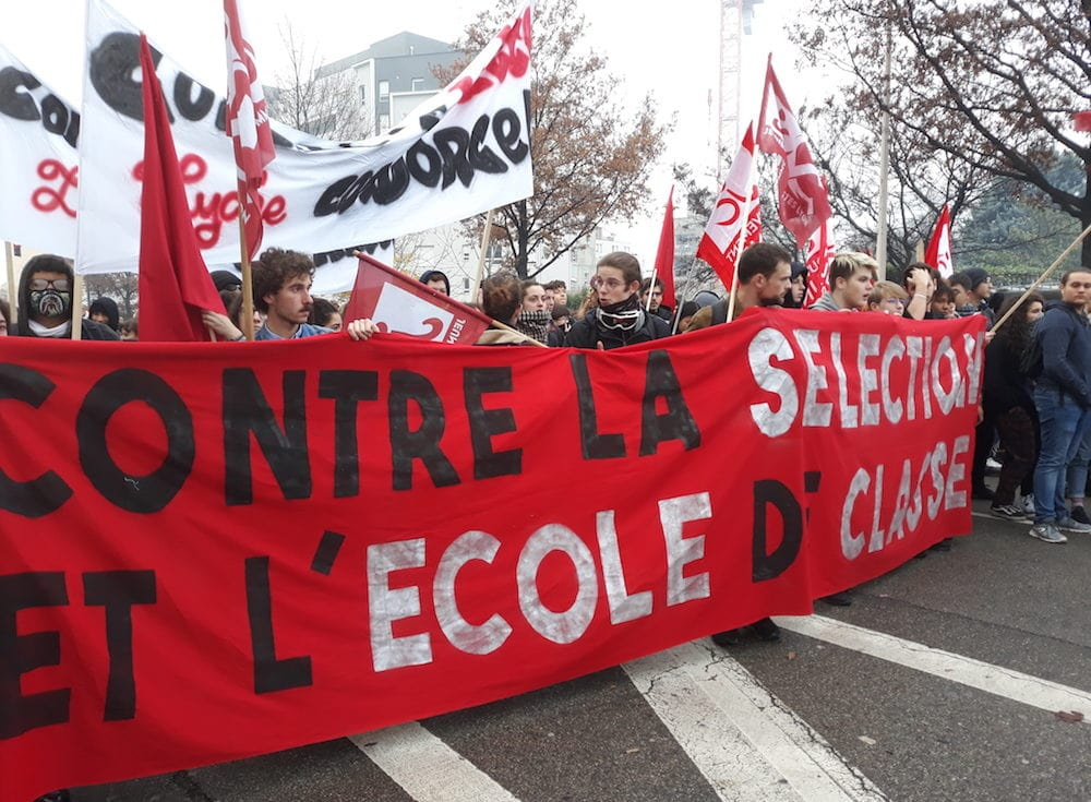 La banderole des jeunes communistes de Lyon en tête du cortège. ©LB/Rue89Lyon