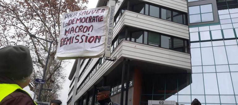A Lyon, première petite manifestation intersyndicale en réponse aux « gilets jaunes »