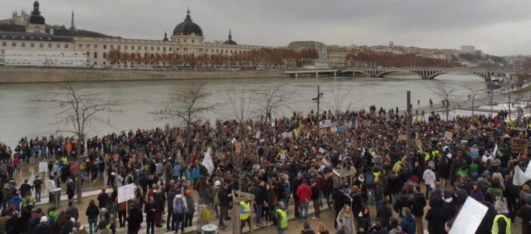Marche pour le climat à Lyon: timide convergence avec les « gilets jaunes »