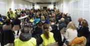 """La salle Malik Oussekine était pleine pour cette première assemblée des """"gilets jaunes"""" givordins. © Alexis Demoment / Rue89Lyon."""