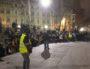 """La deuxième AG des """"gilets jaunes"""" de Lyon à 22h, place Guichard, le 7 janvier. ©LB/Rue89Lyon"""