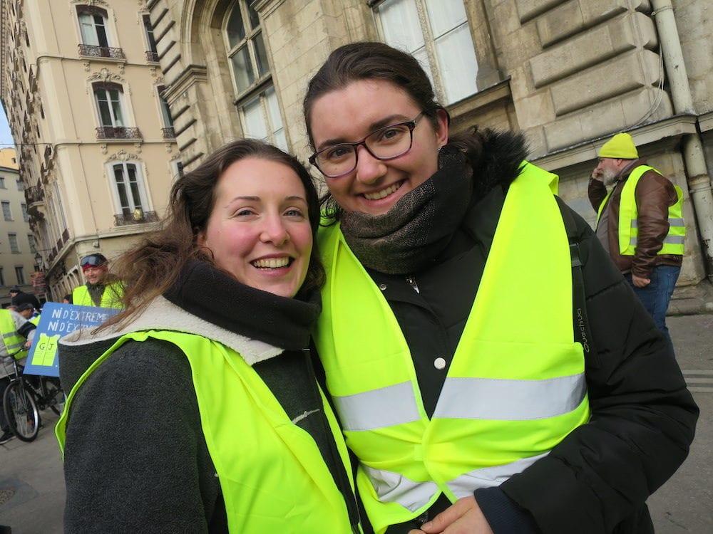 Alice, de Clermont-Ferrand, accompagnée de sa belle-sœur Lucille, pour ça première manifestation à Lyon. ©MG/Rue89Lyon
