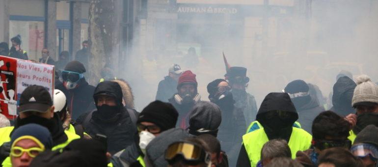 «Gilets jaunes» : à Lyon sont prononcées des peines illégales d'«interdiction de manifester»