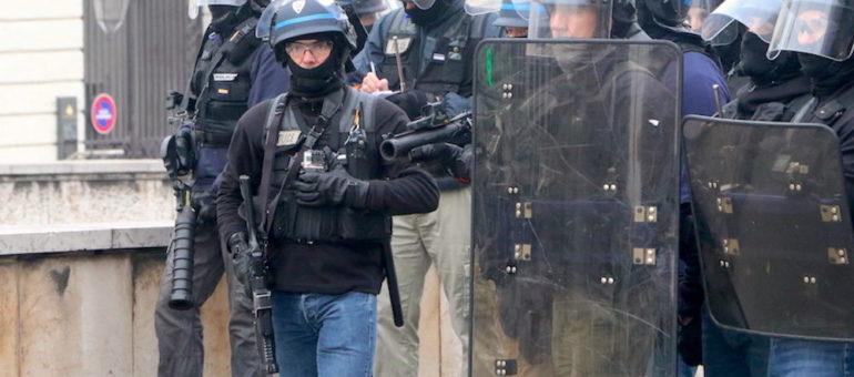 A Lyon, le recours devant la justice d'une «gilet jaune» pour interdire les LBD