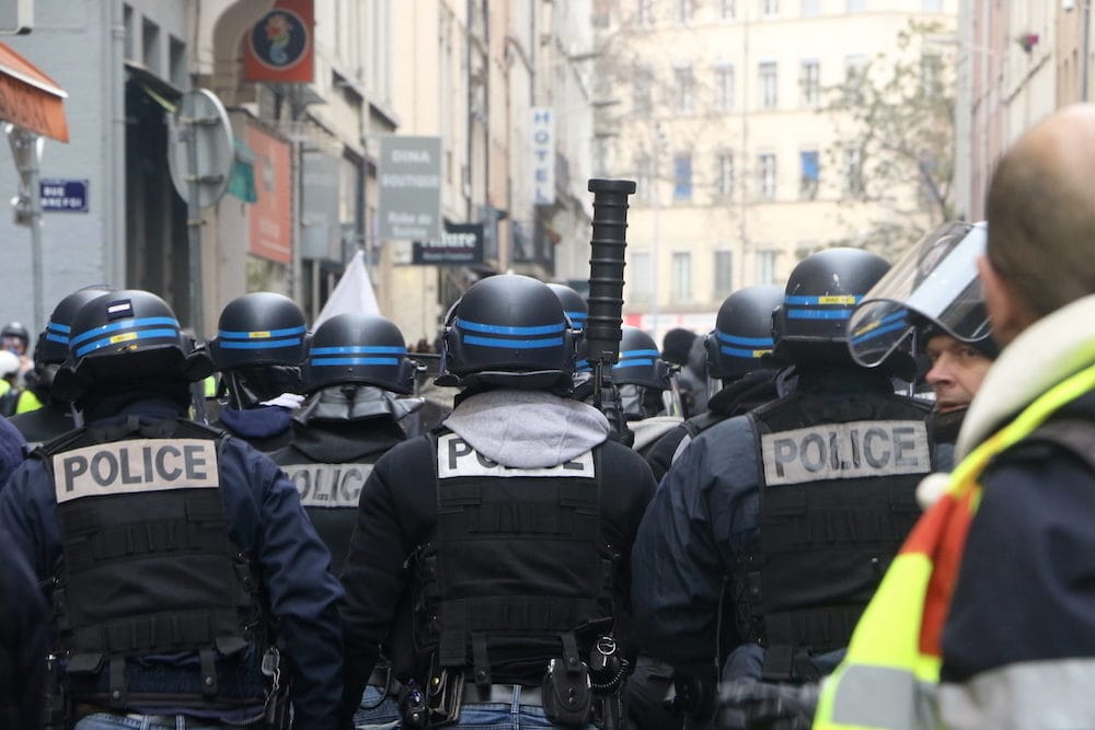 "Les forces de l'ordre rue Paul BERT. Acte XI des ""Gilets Jaunes"" samedi 26 janvier 2019. ©MG/Rue89Lyon"