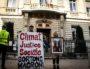 Les militants d'ANV-COP21 sortant de la mairie du 2e arrondissement de Lyon avec le portrait du Président de la République, jeudi 21 février 2019