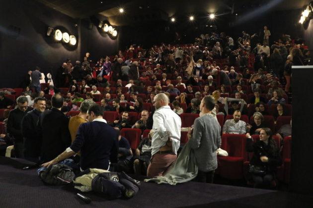 """Une salle pleine pour les débats avec François Ozon lors de l'avent-première de son film """"Grâce à dieu"""". Au cinéma """"Comoedia"""" le 11 février 2019.©MG/Rue89Lyon"""