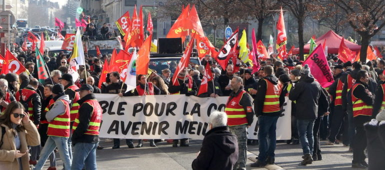 A Lyon, plusieurs centaines de « gilets jaunes » parmi les milliers de « gilets rouges »