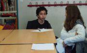 Préparation des questions avec les adolescents. Crédit photo : Hugo Dervissoglou / LBB .