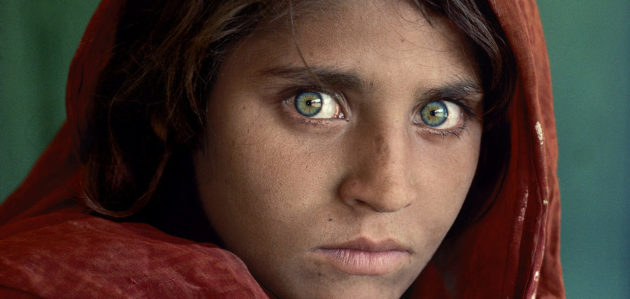 Sharbat Gula, Afghan Girl. Peshawar, Pakistan, 1984. By McCurry - DR
