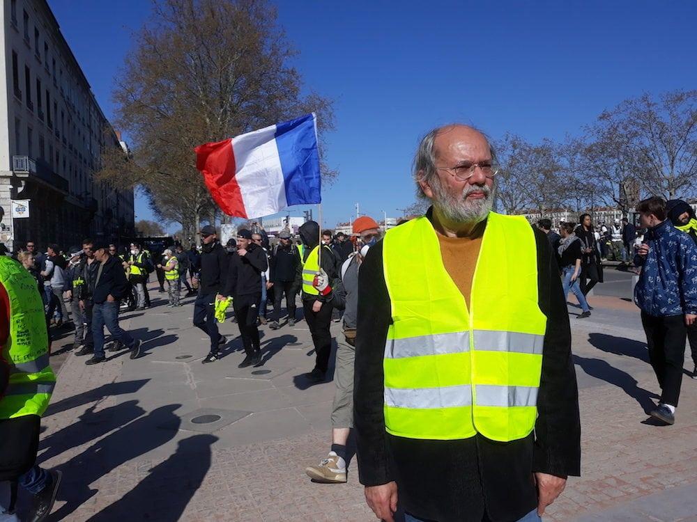 "Jean, ""gilet jaune"", à Lyon le 23 mars, quai Gailleton. ©LB/Rue89Lyon"