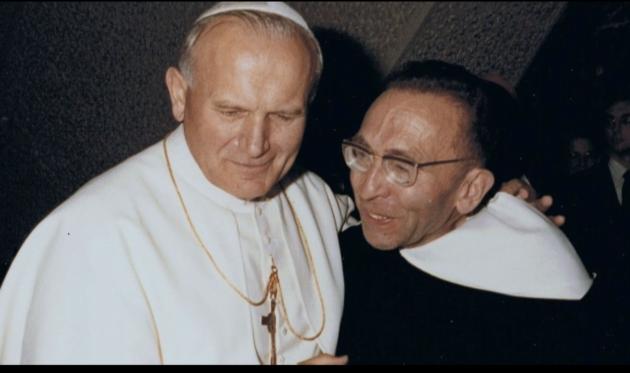 Le Père Marie-Dominique Philippe avec le Pape Jean-Paul II.