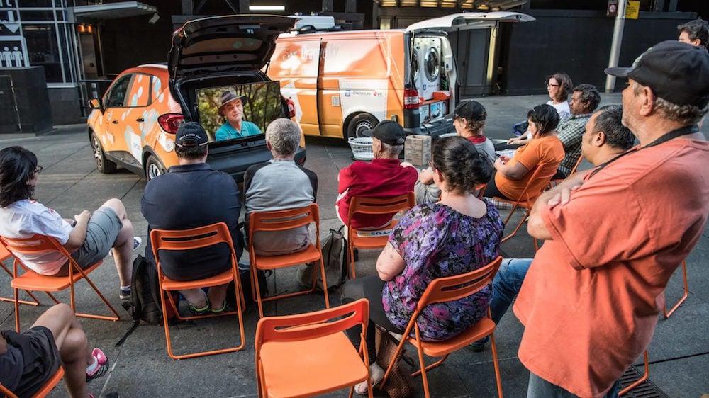 Camionnette laverie orange en Australie